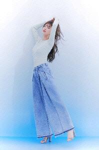 수지, `러블리 봄 여신` 화보 공개